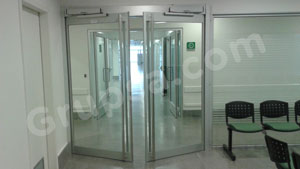 Operator for automatic swing door º